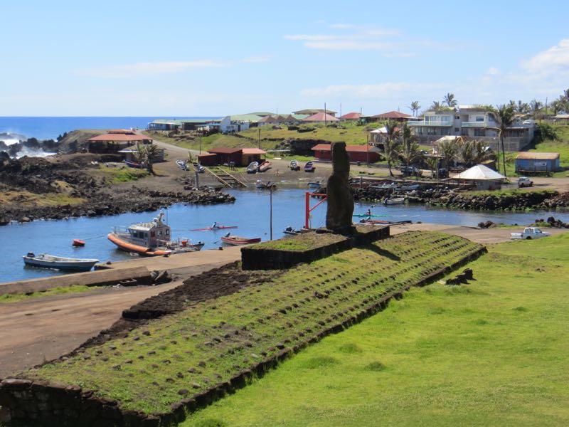 Moai in Hanga Roa
